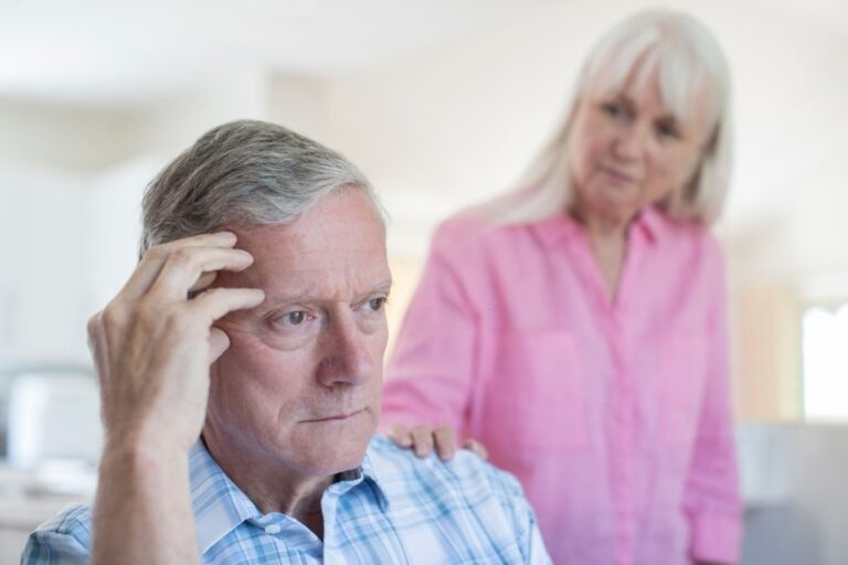 7 SIGNS THAT SHOW YOUR LOVED ONE HAS DEMENTIA